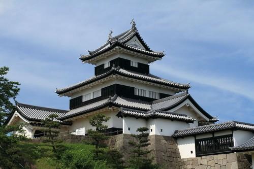 800px-Shirakawa_Komine_Castle_20100625-01